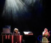 Susan Tedeschi & Carey Frank share an encore together.
