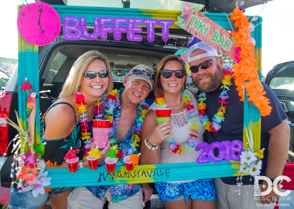Jimmy Buffett brought out the ever faithful Parrotheads!