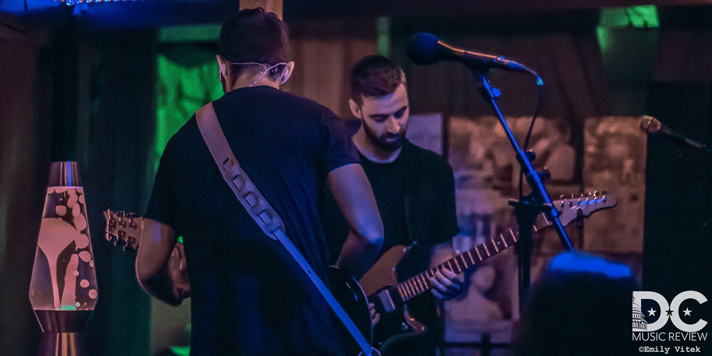 Slenderbodies perform at Songbyrd